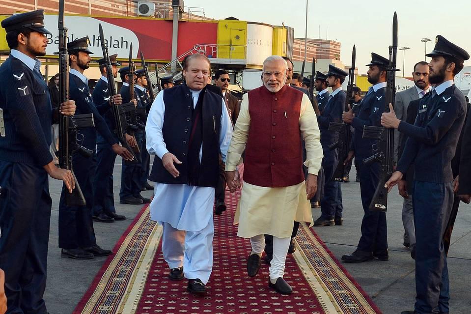 कांग्रेस, जनता दल (यू) और शिवसेना ने नरेंद्र मोदी के पाकिस्तान दौरे पर उठाये सवाल