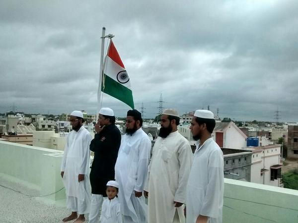 flag on madarsa