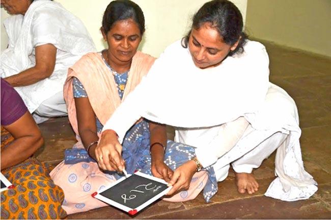 essay on saksharata in hindi
