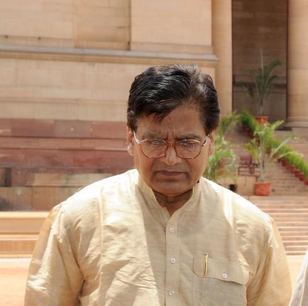 ram gopal yadav linked to yadav singh in dairy by cbi