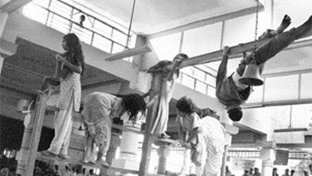 Kis Jagah Jakar Milti Hai Buri Aatmaon Ke Saye Se Mukti