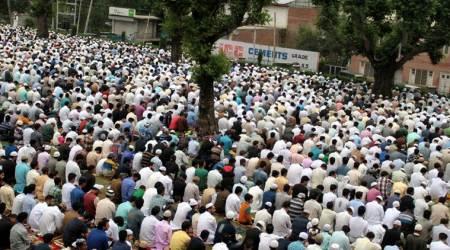 कश्मीर में ईद समारोह के बीच नापाक संघर्ष