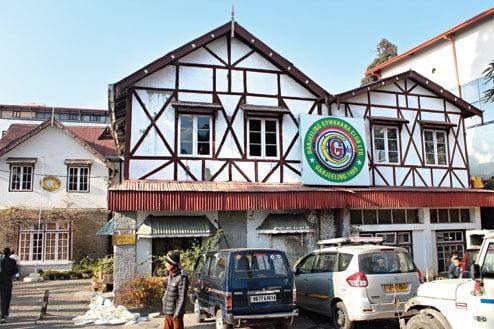 बिमल गुरुंग के घर पर पड़ा छापा, भरी मात्रा में हथियार जब्त