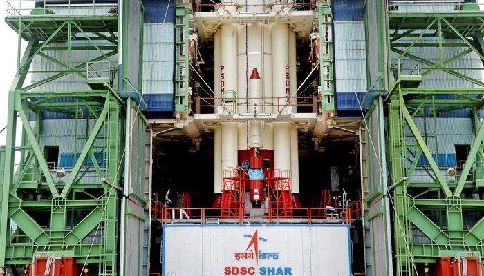 शुक्रवार को 30 नैनो उपग्रहों के साथ कार्टोसैट -2 को लॉन्च करने के लिए इसरो पूर्ण रूप से तैयार