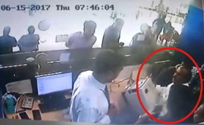 हवाई अड्डे पर हंगामा करने पर एयर इंडिया, इंडिगो, स्पाइसजेट ने टीडीपी सांसद को किया प्रतिबंधित